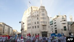 تظاهرات جلوی دفتر بیبیسی در لندن، روز شنبه ۵ بهمن ۱۳۸۷