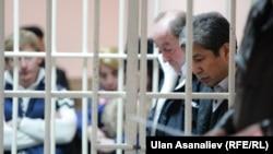 Даніяр Наримбаєв (П) і Хаджимурат Коркмазов у суді