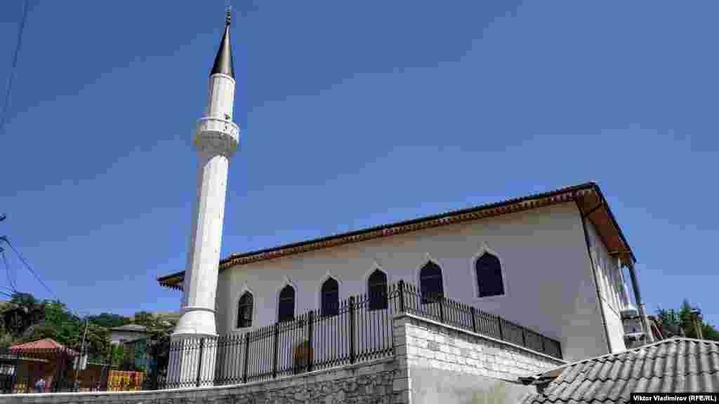 U periodu Krimskog kanata (država Krimskih Tatara od 1441. do 1784. godine) smatrala se glavnom džamijom.