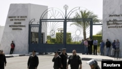 Полиция охраняет госпиталь, где находится Хосни Мубарак, 13 апреля 2011