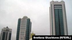 Қазақстан парламентінің ғимараты. Астана, 27 қазан, 2011 жыл.