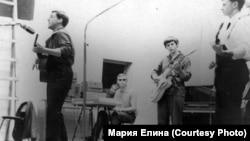 Концерт Владимира Высоцкого. Дивногорск. 1968 г. Фото: Вадим Елин