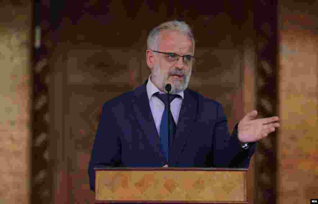 МАКЕДОНИЈА - Опозициската ВМРО-ДПМНЕ денеска најави дека ќе поднесе кривична пријава против претседателот на Собранието Талат Џафери поради, како што се наведува во нивното соопштение, свесно кршење на Уставот и законите.