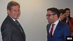 Средба на вицепремиерот Фатмир Бесими со еврокомесарот за соседска политика и преговори за проширување Јоханес Хан на 4 декември 2014 во Брисел.
