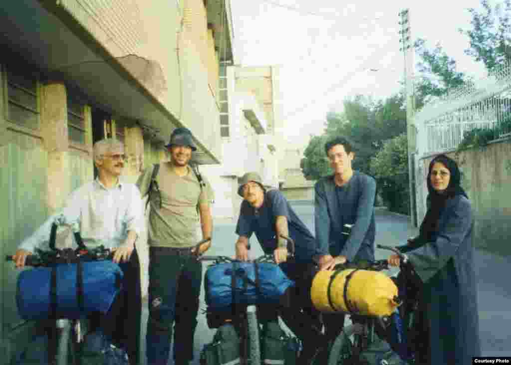 اصفهان، همراه دوستان نویسندهای که از اروپا آمدهاند.