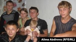 Воспитанники Яйсанской школы-интерната для детей с задержкой психического развития. Актобе, 14 октября 2010 года.