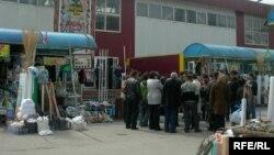 Алматыдағы базарлардың бірі. 8 сәуір 2009 жыл
