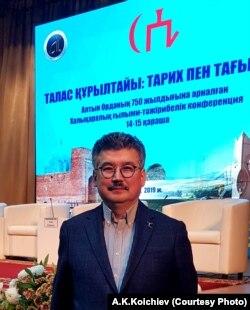 Тарыхчы жана жазуучу Арслан Капай уулу Тараздагы илимий жыйында. 14-ноябрь, 2019-жыл.