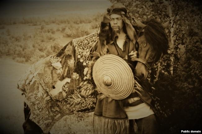 Уладзімер Караткевіч на здымках фільма «Жыцьцё і ўзнясеньне Юрася Братчыка», 1967 год