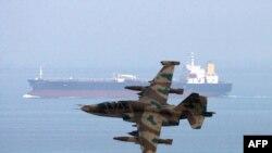 نيروی دريايی ايران سال گذشته اعلام کرد برای مقابله با دزدان دريايی و حمايت از نفتکشهای ايرانی دو ناو جنگی به آبهای خليج عدن اعزام کرده است