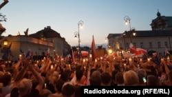 Участники протеста против судебной реформы в Варшаве.