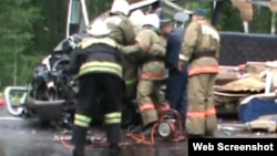 Спасатели на месте аварии в Красноярском крае.