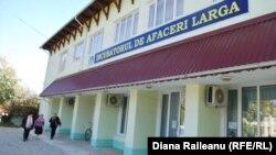 """Clădirea """"incubatorului"""" de afaceri la Larga"""