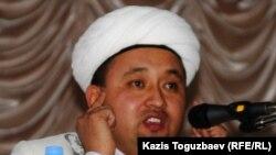 Мәди Ахметов, Алматы қалалық орталық мешітінің найб-имамы. Алматы, 8 қазан 2010 жыл