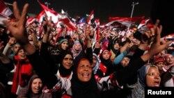 Мұхаммед Мурсиге қарсы египеттіктер Тахрир алаңында ұрандап тұр. Каир, 3 шілде 2013 жыл.