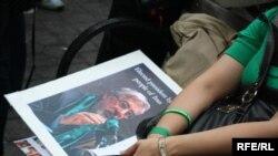 طرفداران میر حسین موسوی و مهدی کروبی از همان روزهای اول پس از اعلام نتیجه انتخابات به خیابانها آمدند