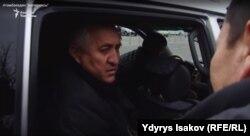 Жалил Атамбаев отвечает на вопросы Ыдырыса Исакова, архивное фото.