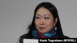 Акмарал Изтаева, бывшая сотрудница прокуратуры, перед оглашением приговора по ее делу в Бостандыкском районном суде. Алматы, 13 февраля 2015 года.