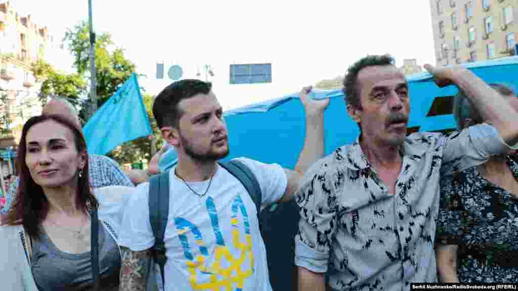 Кримчанин, колишній політв'язень російського режиму Геннадій Афанасьєв (в центрі)