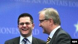 srpski ministar spoljnih poslova Vuk Jeremić i evropski komesar za proširenje Oli Ren na konferenciji za novinare u Briselu