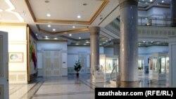 Türkmenabat: Boş muzeý