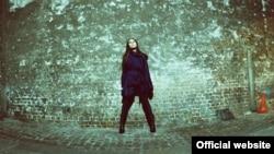 PJ Harvey. Фота Марыі Мохнач з афіцыйнага сайту сьпявачкі.