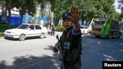 Синҗанда Кытай полициясе хезмәткәре
