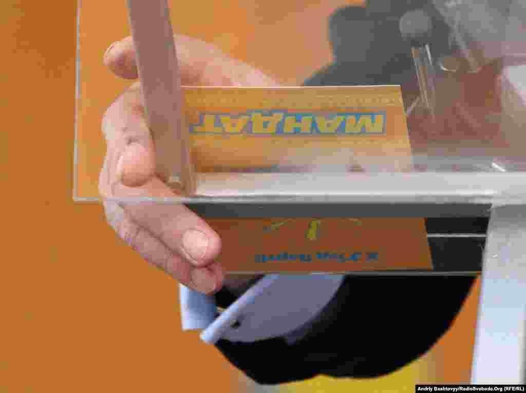 У той же час Віктор Ющенко додав, що «харківські угоди» слід розглядати спільно з корупційною, за його словами, газовою угодою 2009 року, підписаною тодішнім прем'єром Юлією Тимошенко, оскільки Україна зазнала через неї багатомільйонних збитків.