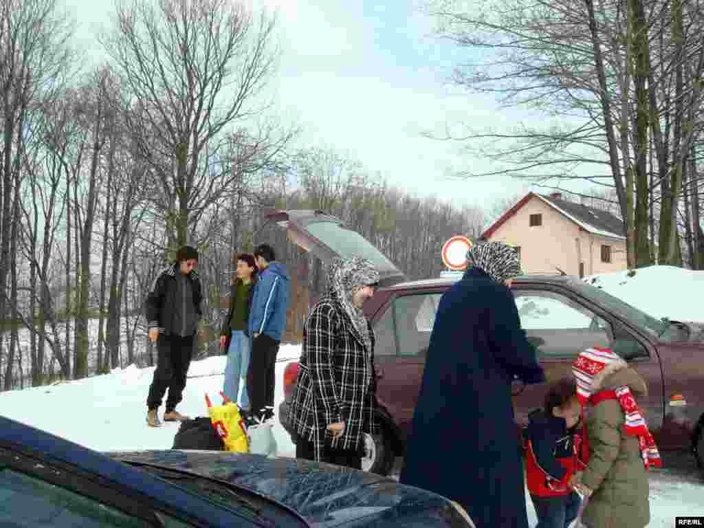 Семья Нургалиевых прибыла к лагерю беженцев в деревне Вышни Лхоты. - Семья Нургалиевых прибыла в чешский лагерь для беженцев в деревне Вышни Лхоты. 1 февраля 2009 года.