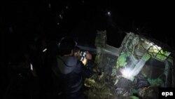 Рятувальники на місці авіакатастрофи, Пакистан, 7 грудня 2016 року