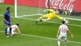Stade de France, Saint-Denis, la meciul Italia-Spania, David De Gea apără o lovitură a lui Graziano Pelle