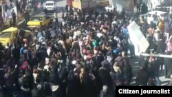 Демонстрация протеста против роста цен в городе Нишгабур. 29 декабря 2017 года.