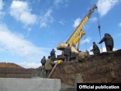 Строительство баррикад в Мариуполе