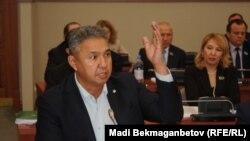 Лидер партии «Ак жол», депутат мажилиса Азат Перуашев.