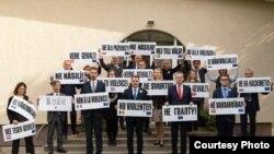 Посли країн Європейського союзу й інших демократичних держав у Мінську влаштували акцію «Ні насильству!», 2 жовтня 2020 року