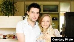 Чернигов тұрғыны Роман Харченко мен оның құрбысы Юлия. Украина, 30 мамыр 2012 жыл.