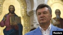 Віктор Янукович у храмі в Херсонесі, архівне фото