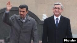 Հայաստանի նախագահ Սերժ Սարգսյանը իր նստավայրում ընդունում է Իրանի նախագահ Մահմուդ Ահմադինեժադին, Երեւան, 23-ը դեկտեմբերի, 2011թ.