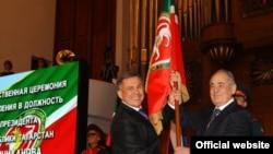 Татарстанның хәзерге президенты Рөстәм Миңнеханов һәм беренче президент Миңтимер Шәймиев