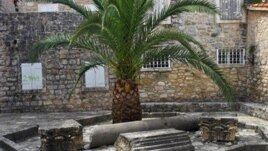 Ostaci kamene plastike od rimske građevine, foto: montenegrina.net