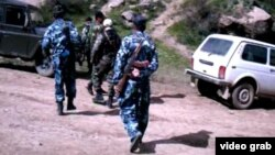 Tajik security forces have been conducting an operation in the Romit Gorge to apprehend fugitive General Abduhalim Nazarzoda.