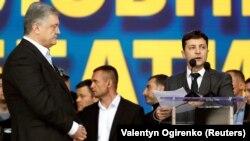 Петр Порошенко (л) и Владимир Зеленский (п) на неофициальных дебатах на НСК «Олимпийский», 19 апреля 2019 года