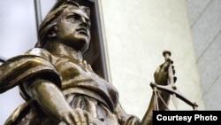 Для незарегистрированных российских партий поход в суд - единственная возможность легально заявить о себе