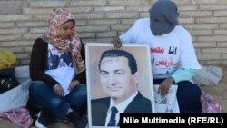 طلاب مناصرون للرئيس المصري الأسبق حسني مبارك