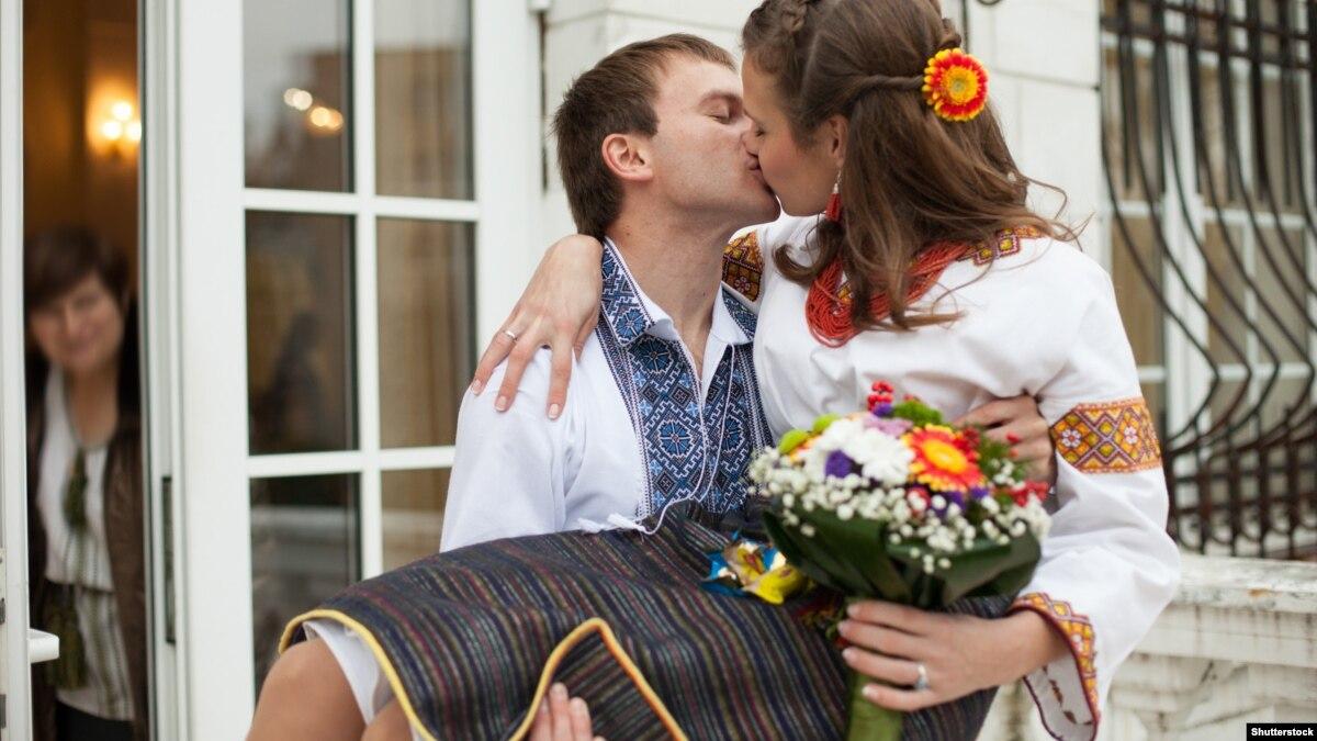 Минюст: 2 тысячи пар хотят пожениться в День влюбленных