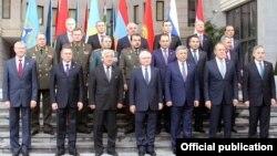 Министры иностранных дел и министры обороны стран — участниц Организации Договора о коллективной безопасности (ОДКБ). Ереван, 14 октября 2016 года.
