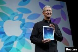 """Российские ЛГБТ-организации надеются на отклик главы компании Apple Тима Кука, """"самого влиятельного гея в мире"""""""