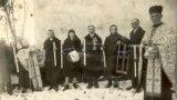 Праворуч священник УГКЦ Омелян Ковч із парафіянами, праведник України, який рятував євреїв від нацистів. Свого часу він був і в УГА, і ОУН