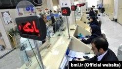 احمد علوی: ارزش سهام بانکهای کشور از شهریور سال ۱۳۹۵ تا اواخر آبان ماه سال جاری نزدیک ۲۰ درصد کاهش داشته است