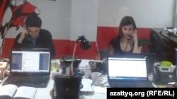 Мужчина и женщина в офисе. Алматы, 5 марта 2014 года.